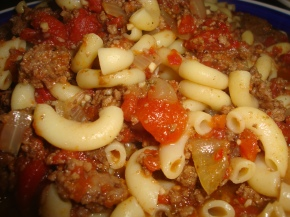 Pasta with Ground Beef, Tomato and Onions