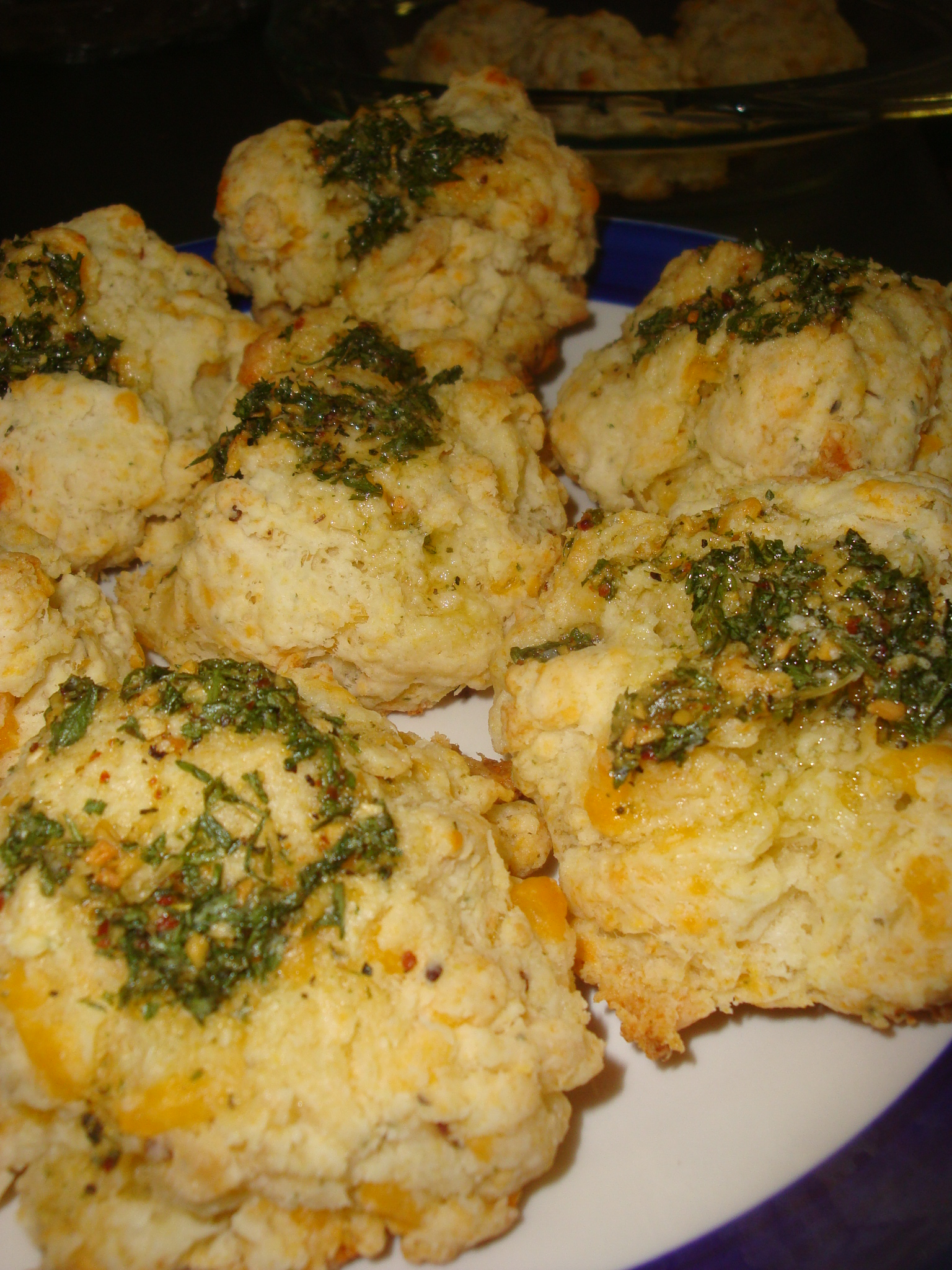 Cheesy Garlic Biscuits (Red Lobster clones) | Happy Domesticity